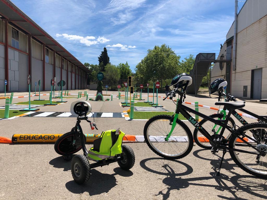 Bicicleta i tricicle parc mobil educacio viaria